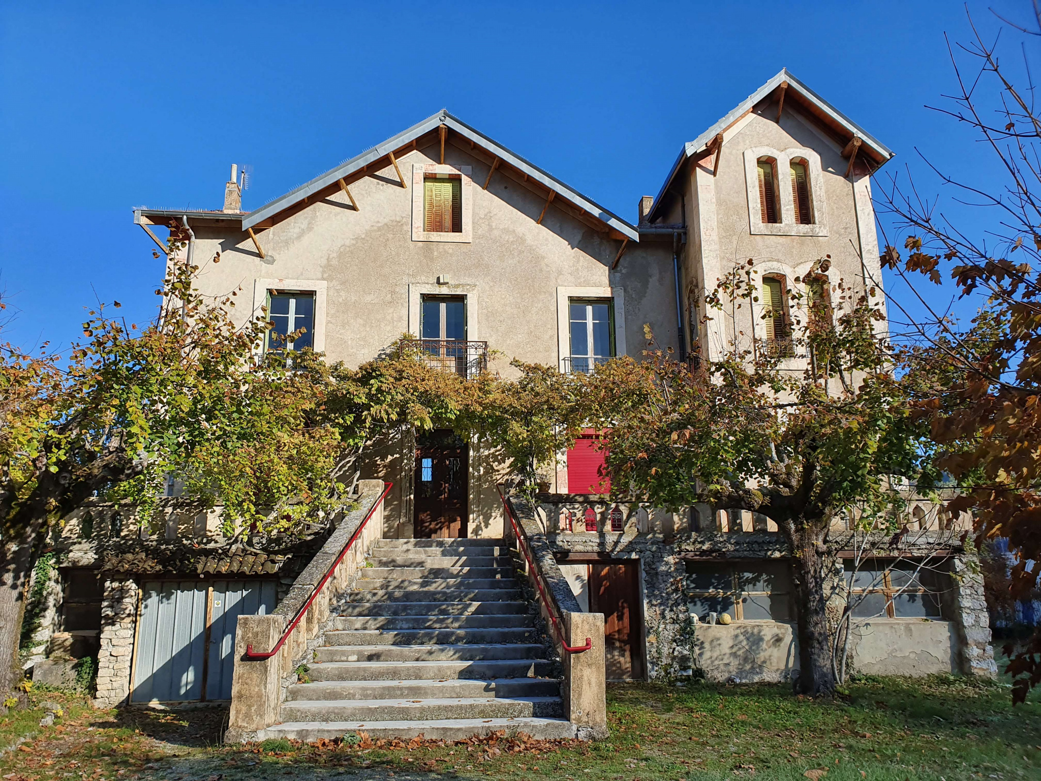 Maison du debut 20 ème siècle, situėe au centre d'un petit village des Baronnies. Cette ancienne col